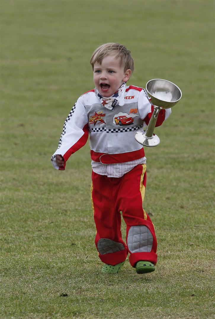 9 Sam Instone little one running away with daddy trophy